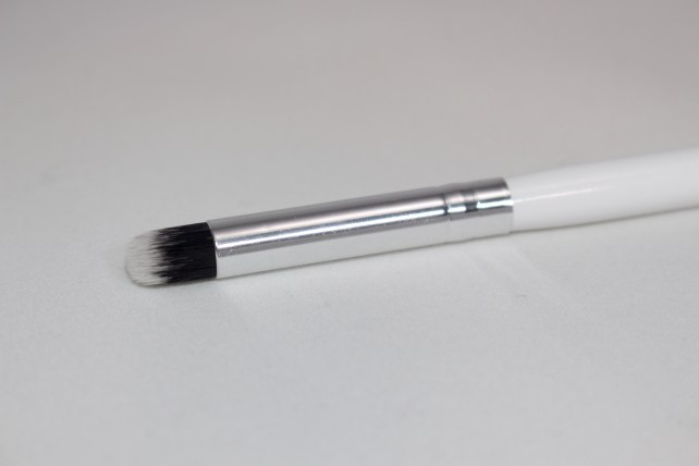 Modern Minerals Duo Fiber Mini Round Brush $15