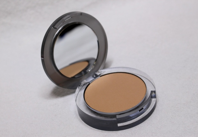 Pür Minerals 4-in-1 Pressed Mineral Makeup Foundation in Blush Medium